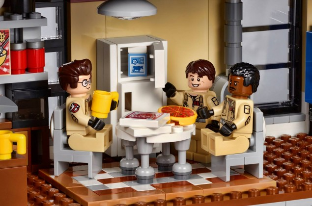 Lego Ghostbusters firehouse kitchen