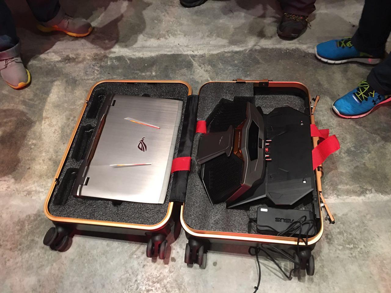 luggage ASUS ROG GX700 opened