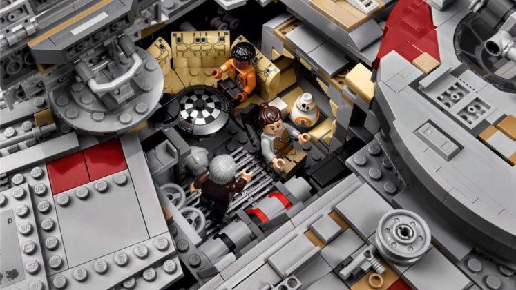 Lego UCS millennium falcon interior 2